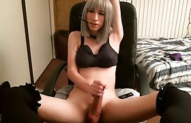 Sexy Shemale Pleasing He Shaft With Her Fleshlight