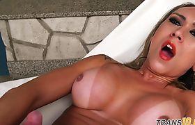 Tranny trap babe dildos her asshole