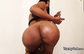 Horny sheshaft toyed her ass solo