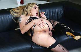 Busty tbabe Eva Paradis rhythmically rides a bigcock