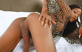 Ebony Tranny Girl Dazia Cockdazian Wants To Jerk Off