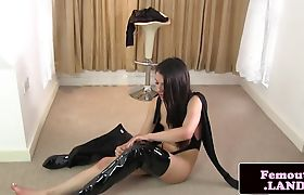 Modeling trap solo anal playing with toy