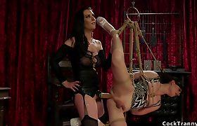 Brunette anal fucks tranny in bondage