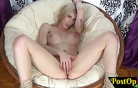 Amazing solo shemale toying her pussy