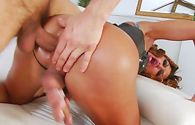 Big tits shemale Gladys Adriane gets her asshole pounded