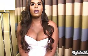 Bigtits black trans playing with her ass