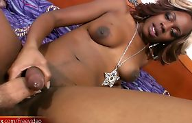 Ebony t-babe exposes puffy nipples from red corset and sucks