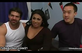 Tanned tranny and two guys in bdsm threesome in dorm room