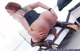 Big butt tranny riding