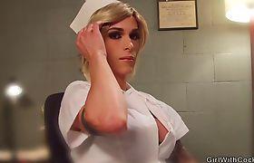 Shemale doctor in stockings anal fucks guy
