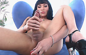Hung Tgirl Mia Isabella Makes Herself Cum