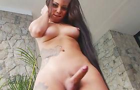 Latin shemale Pamella Surfistinha jerking off her hard cock
