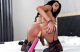 Big Booty TS Bianca Reis Fucks a Machine