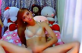 Tranny Beauty Playing her Dick