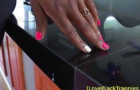 Black beauty tranny cocksucked by lucky dude
