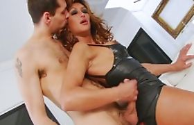 Busty tranny Gladys Adriane in latex outfit gets ass ripped