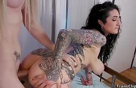 Natural huge tits babe takes trannys dick